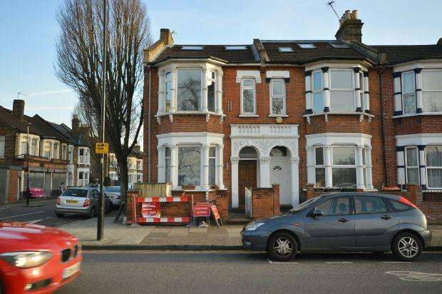 2 Bedrooms Flat for sale in Capel Road, Forest Gate, E7
