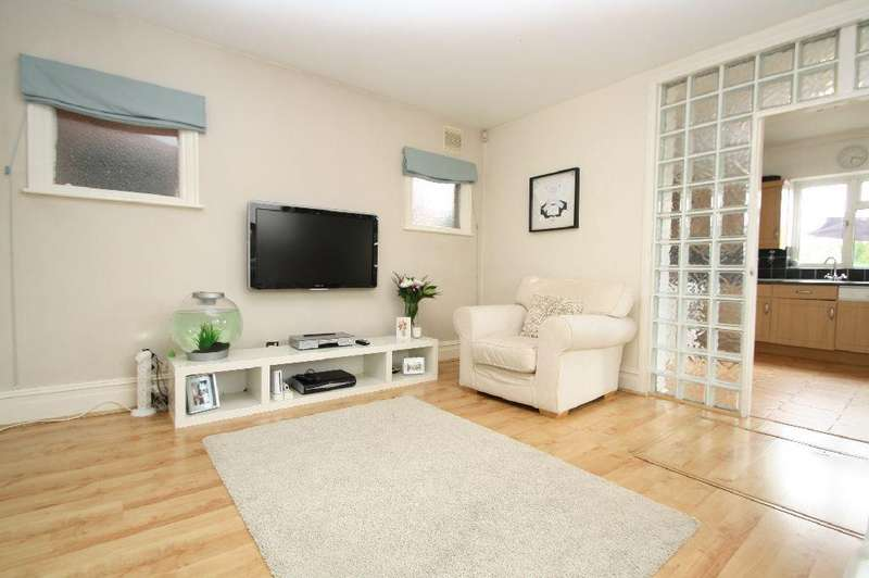 2 Bedrooms Flat for sale in River Avenue, Palmers Green, London N13