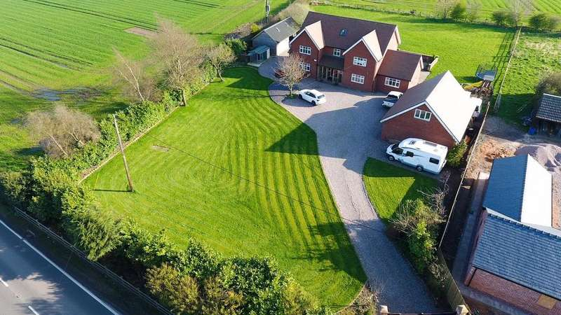 5 Bedrooms Detached House for sale in Northwich Road, Lower Whitley