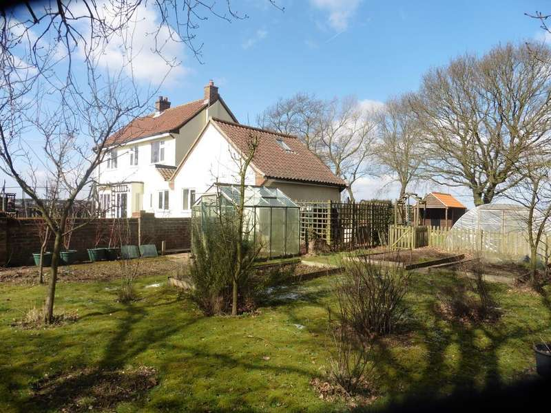5 Bedrooms Detached House for sale in The Patch, Dunton NR21