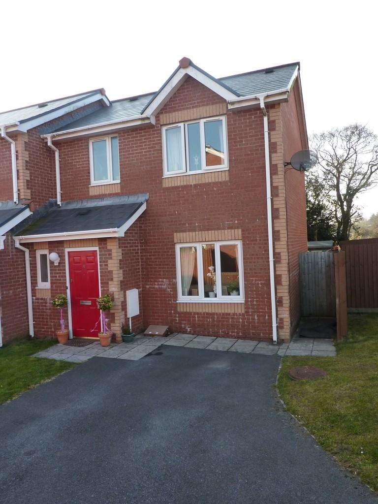 2 Bedrooms Semi Detached House for rent in 4 Clos Pen Y Waun
