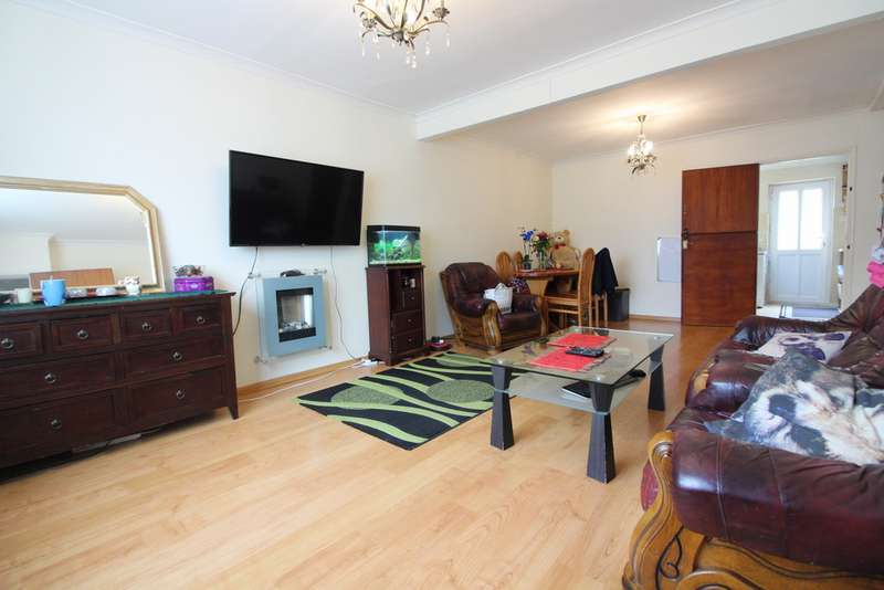 3 Bedrooms Semi Detached House for sale in Thirlmere Avenue, Tilehurst RG30