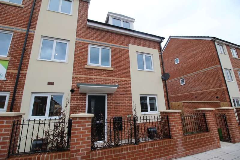 3 Bedrooms Semi Detached House for sale in Oakfield Road, Liverpool, L5