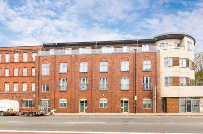 1 Bedroom Flat for sale in Harbours Edge, 12 Hotwell Road, Bristol