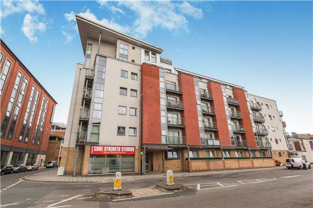 1 Bedroom Flat for sale in Thomas Court, Three Queens Lane, BRISTOL, BS1 6LF