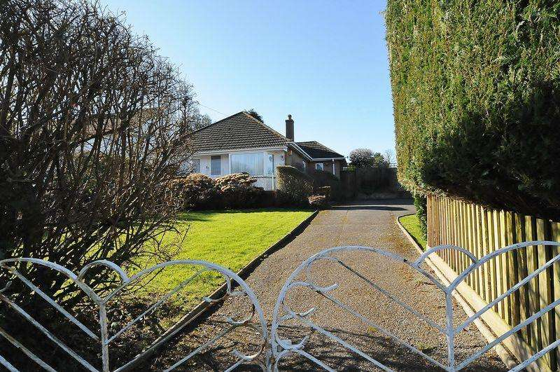 3 Bedrooms Detached Bungalow for sale in Fort Austin Avenue, Plymouth. FANTASTIC OPPORTUNITY. Detached Bungalow on a generous plot.