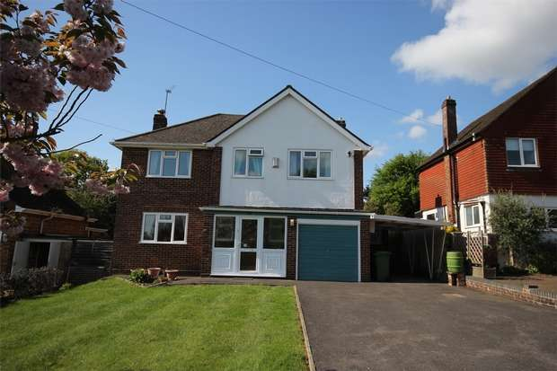 3 Bedrooms Detached House for sale in The Paddock, Chalfont St Peter, Buckinghamshire