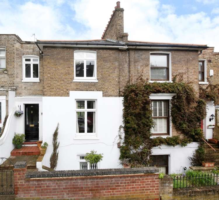 3 Bedrooms Terraced House for sale in Red Lion Lane London SE18
