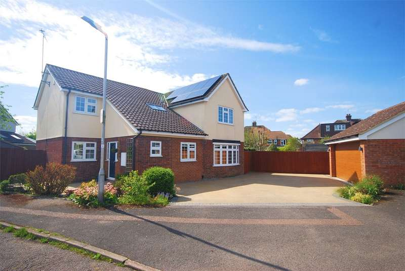 4 Bedrooms Detached House for sale in Haglis Drive, Wendover, Buckinghamshire