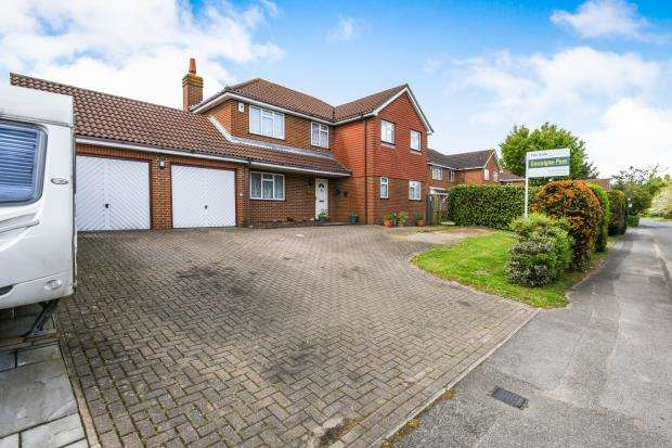 5 Bedrooms Detached House for sale in Jacob's Well, Guildford, Surey