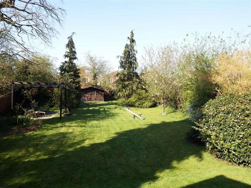 4 Bedrooms Semi Detached House for sale in Hertford Road, Stevenage, Hertfordshire, SG2