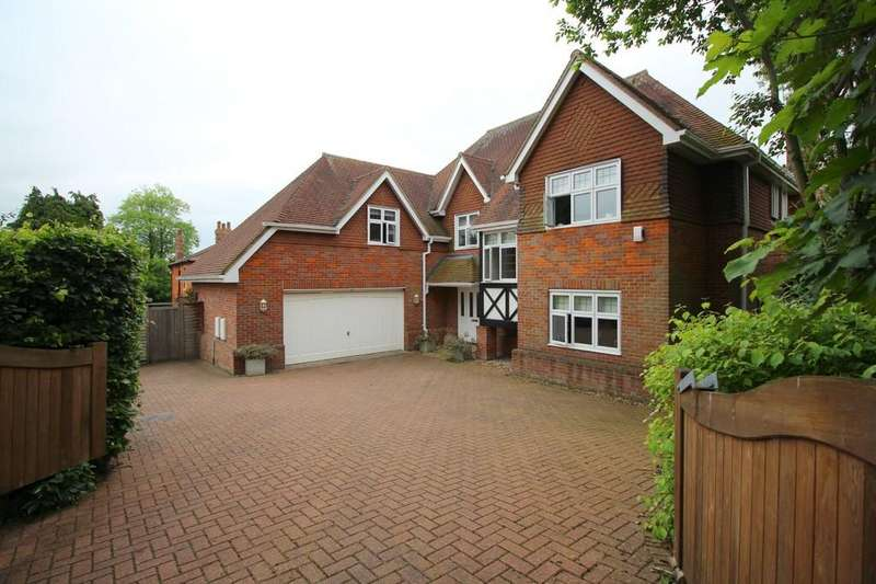 4 Bedrooms Detached House for sale in Maur Close, Chippenham