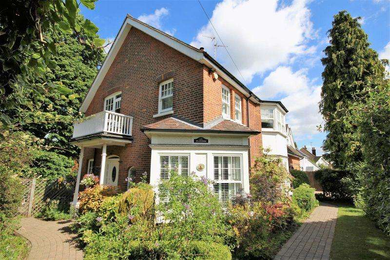 4 Bedrooms Detached House for sale in Herington Grove, Hutton Mount