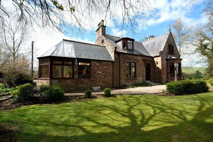 4 Bedrooms Detached House for sale in Honeyneuk, Cuminestown, Turriff, Aberdeenshire, AB53