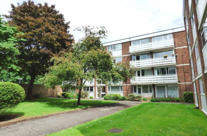 2 Bedrooms Duplex Flat for sale in Petworth Court, Bath Road, Reading
