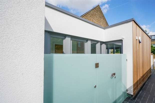 2 Bedrooms Semi Detached House for sale in Evelyn Road, Chiswick