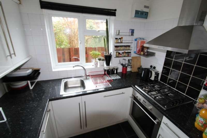 2 Bedrooms Maisonette Flat for sale in Anthony Road, London, SE25