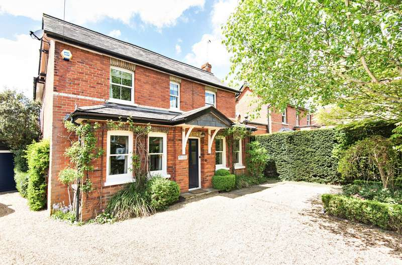 3 Bedrooms Detached House for sale in Horsell