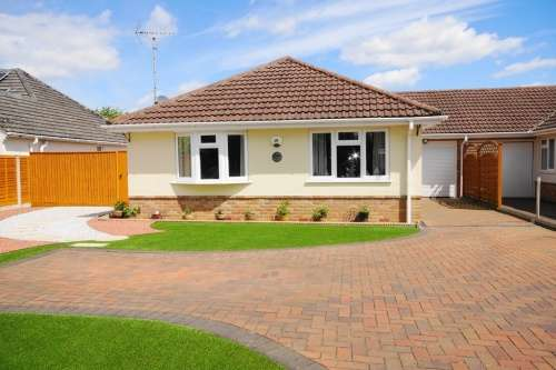 3 Bedrooms Bungalow for sale in a Southern Avenue, West Moors