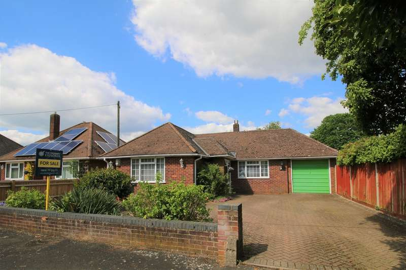 3 Bedrooms Detached Bungalow for sale in Highlands Road, Basingstoke, RG22