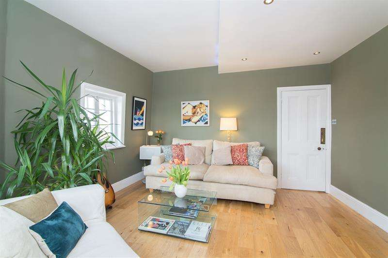 3 Bedrooms Flat for sale in Marchmont Court, Addison Gardens, London, W14