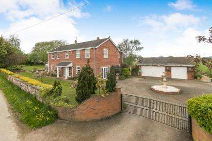 3 Bedrooms Detached House for sale in Bowling Bank, Wrexham, Wrecsam, LL13