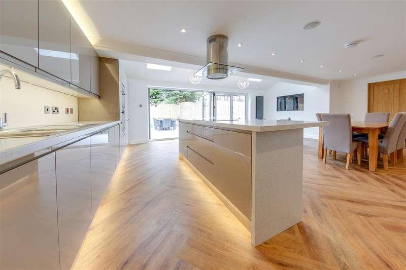 5 Bedrooms Detached House for sale in Sunnyside Close, Reedsholme, Rossendale