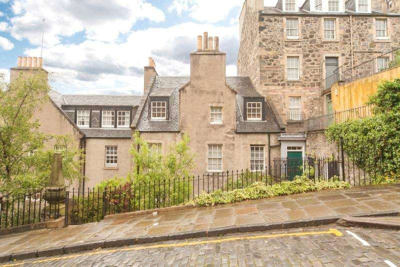 3 Bedrooms Apartment Flat for sale in Calton Hill, Edinburgh, Midlothian