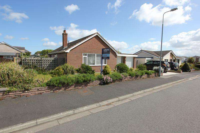 3 Bedrooms Detached Bungalow for sale in Clwydian Avenue, St. Asaph