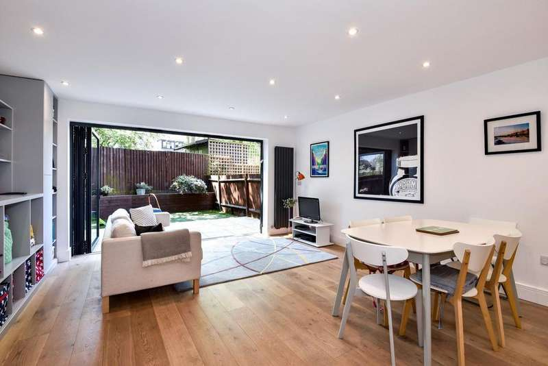 4 Bedrooms Terraced House for sale in Victoria Close, East Dulwich