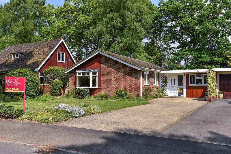 4 Bedrooms Bungalow for sale in Parkway, Crowthorne, RG45