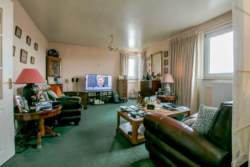 2 Bedrooms Flat for sale in Guildford Road, London, London, SW8