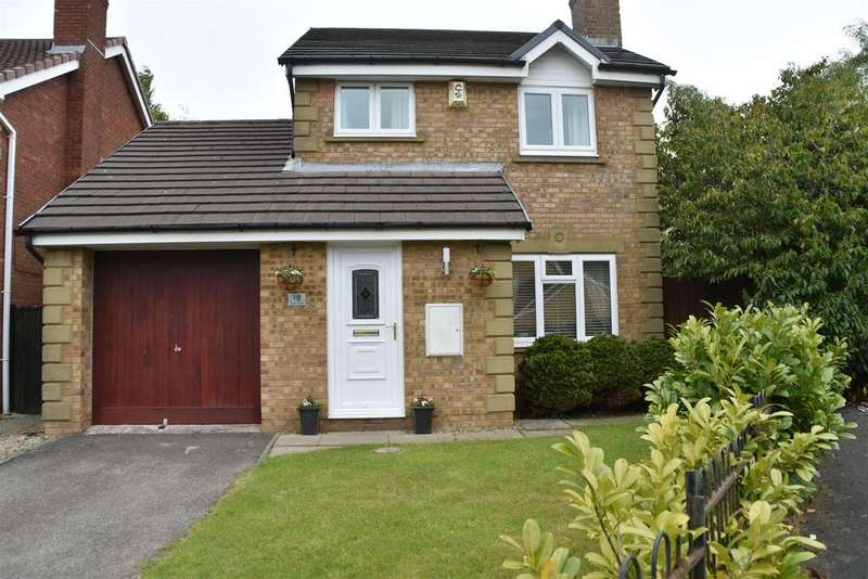 3 Bedrooms Detached House for sale in The Oaks, Chorley