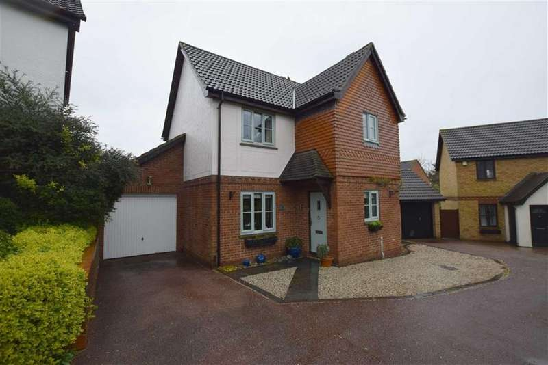 4 Bedrooms Detached House for sale in Redwood Drive, Steeple View, Basildon, Essex