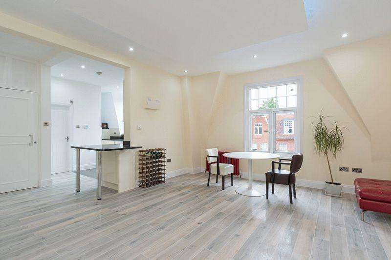 3 Bedrooms Apartment Flat for sale in South Hampstead