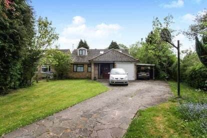 5 Bedrooms Bungalow for sale in Common Road, Kensworth, Dunstable, Bedfordshire