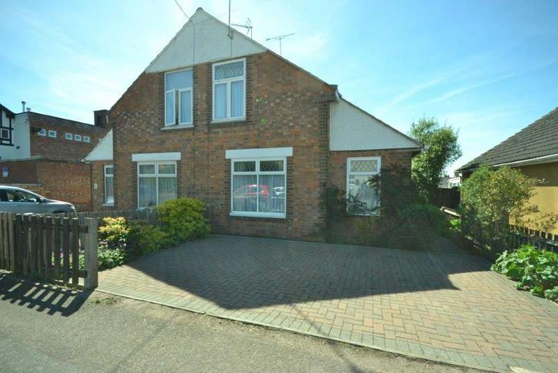 2 Bedrooms Semi Detached House for sale in Knighton Fields