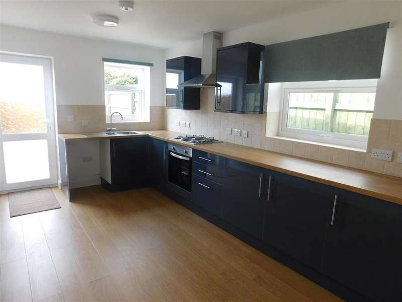3 Bedrooms House for rent in Randell Square, Pembrey, Burry Port