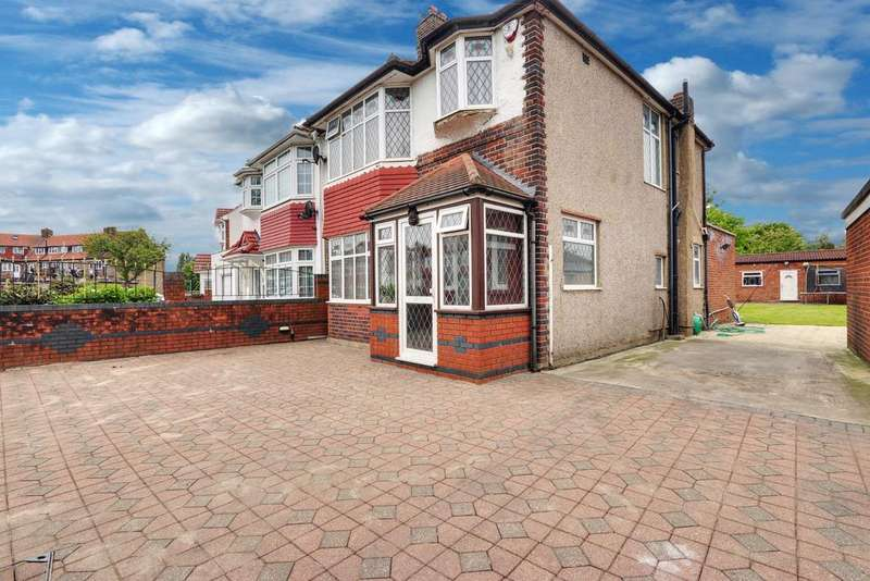3 Bedrooms Semi Detached House for sale in Burns Way, Hounslow TW5