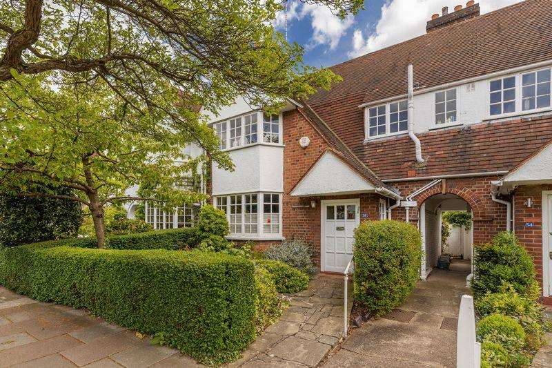 3 Bedrooms Cottage House for sale in Erskine Hill, Hampstead Garden Suburb,NW11