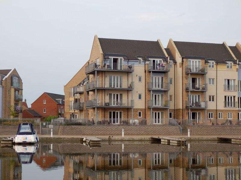 3 Bedrooms Flat for rent in Wren Walk, Eynesbury Marina, St Neots, Cambs, PE19 2GE