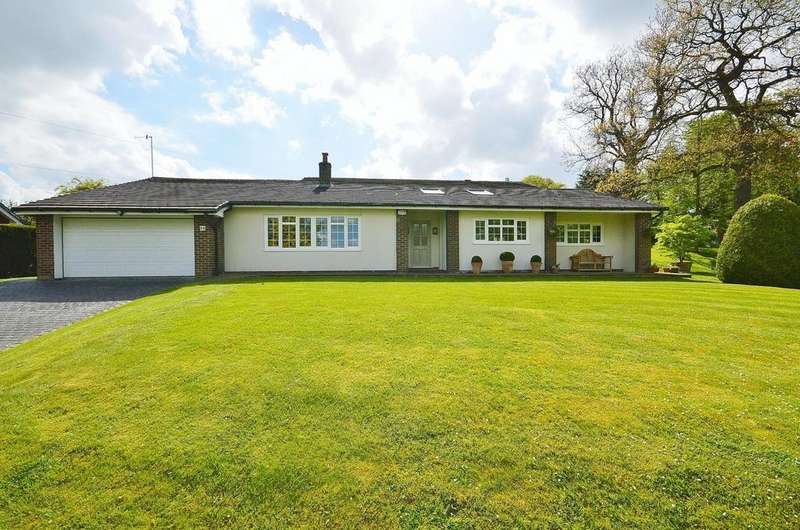 4 Bedrooms Detached House for sale in Strines Road, Marple