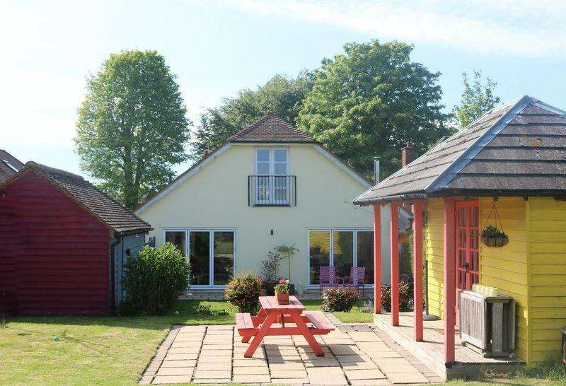4 Bedrooms Detached House for sale in Huge Open Plan Living Area, Countryside Views, Charming Throughout