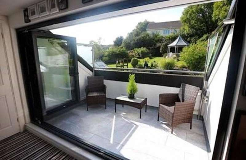 2 Bedrooms Property for sale in Gloweth
