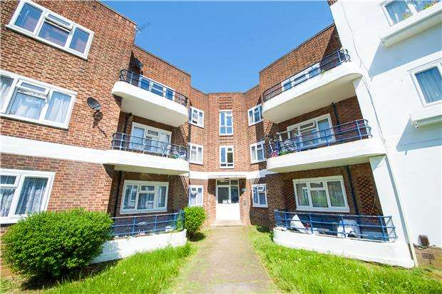 3 Bedrooms Flat for sale in Elthorne Court, Church Lane, KINGSBURY, NW9 8BE