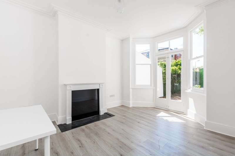 3 Bedrooms House for rent in Crosby Road, Stratford, E7
