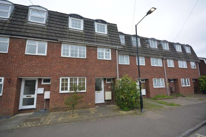 3 Bedrooms Terraced House for rent in High Street, Burnham-On-Crouch, Essex, CM0
