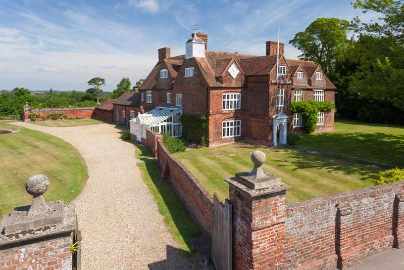 7 Bedrooms Country House Character Property for sale in Tunstall , Sittingbourne ME9