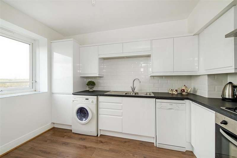 2 Bedrooms Flat for sale in Park South, Austin Road, SW11