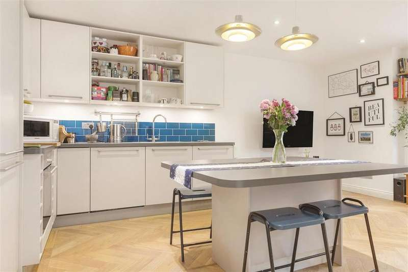 2 Bedrooms Semi Detached House for sale in Broomwood Road, SW11